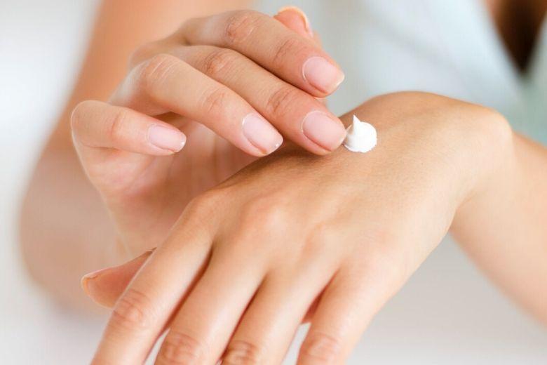 Droge en ruwe handen? Met deze tips maak je ze weer zacht.